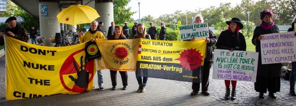 Don't Nuke the Climate: Demo vor dem Hauptsitz der IAEA in Wien & Konferenz