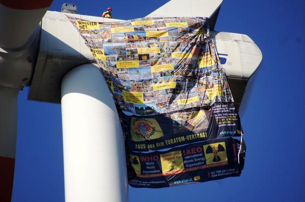 Windrad als Zeichen gegen Atomkraft
